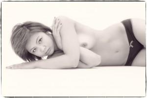 model nue naked artistic lingerie